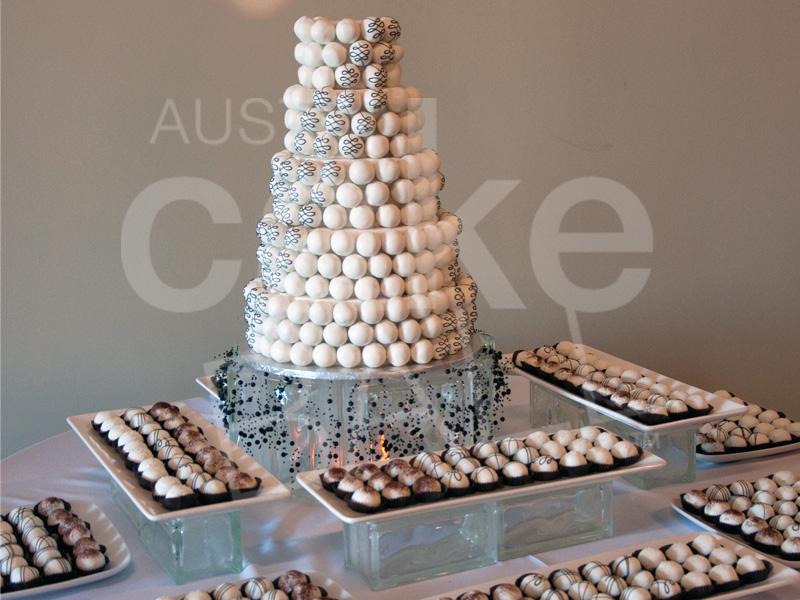 Austincakeball Modern_black_white_wedding_cake_table